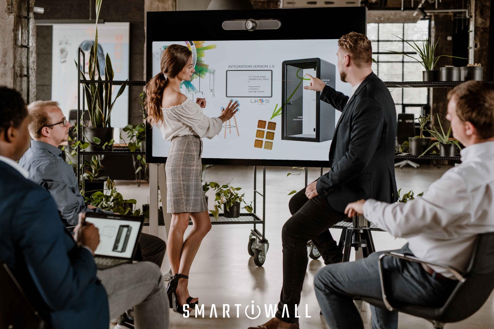 SMART-i-WALL®: Und Ihre nächste Videokonferenz findet nicht mehr über Laptop statt.