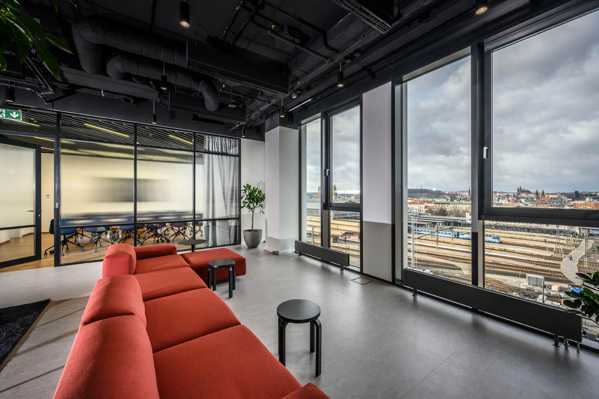 Moderne Büros mit Blick auf Prag